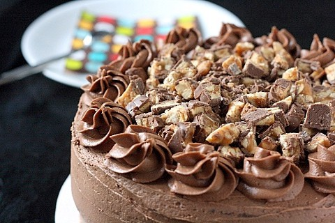 Chocolate Snickers Cake…